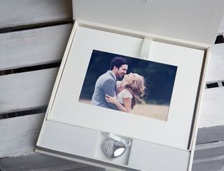 Signature 10x8 USB Folio Box in Ivory