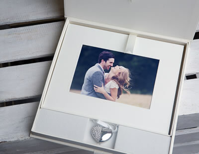 Signature 10x8 Folio Box with USB