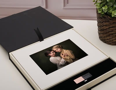 Affordable Black and Ivory Folio Box for Photographers